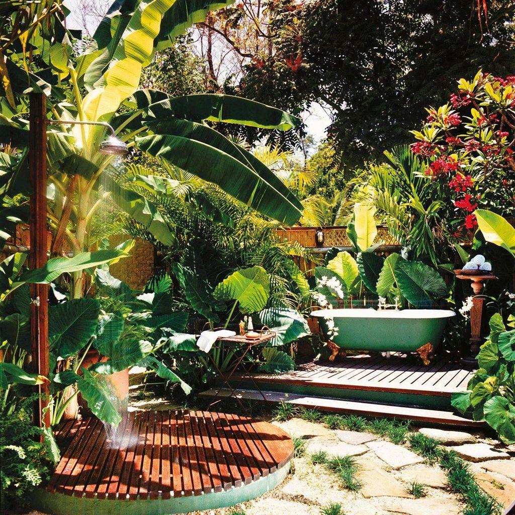 Creative Outdoor Bathroom Design Ideas For Enjoying Summer 15