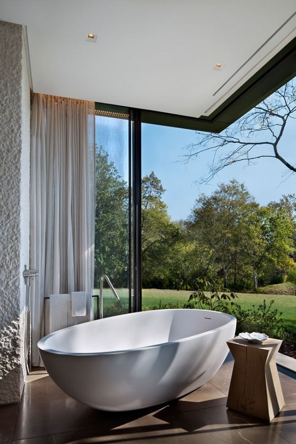 Creative Outdoor Bathroom Design Ideas For Enjoying Summer 16