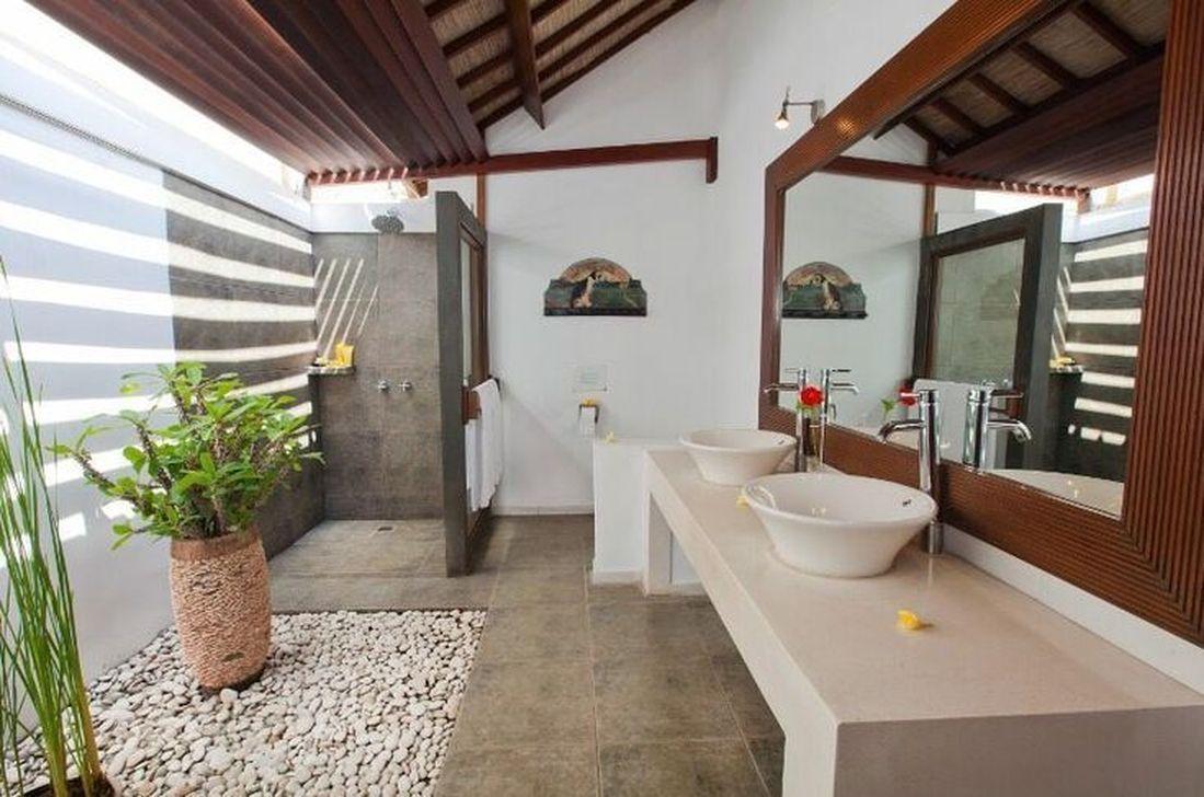 Creative Outdoor Bathroom Design Ideas For Enjoying Summer 33