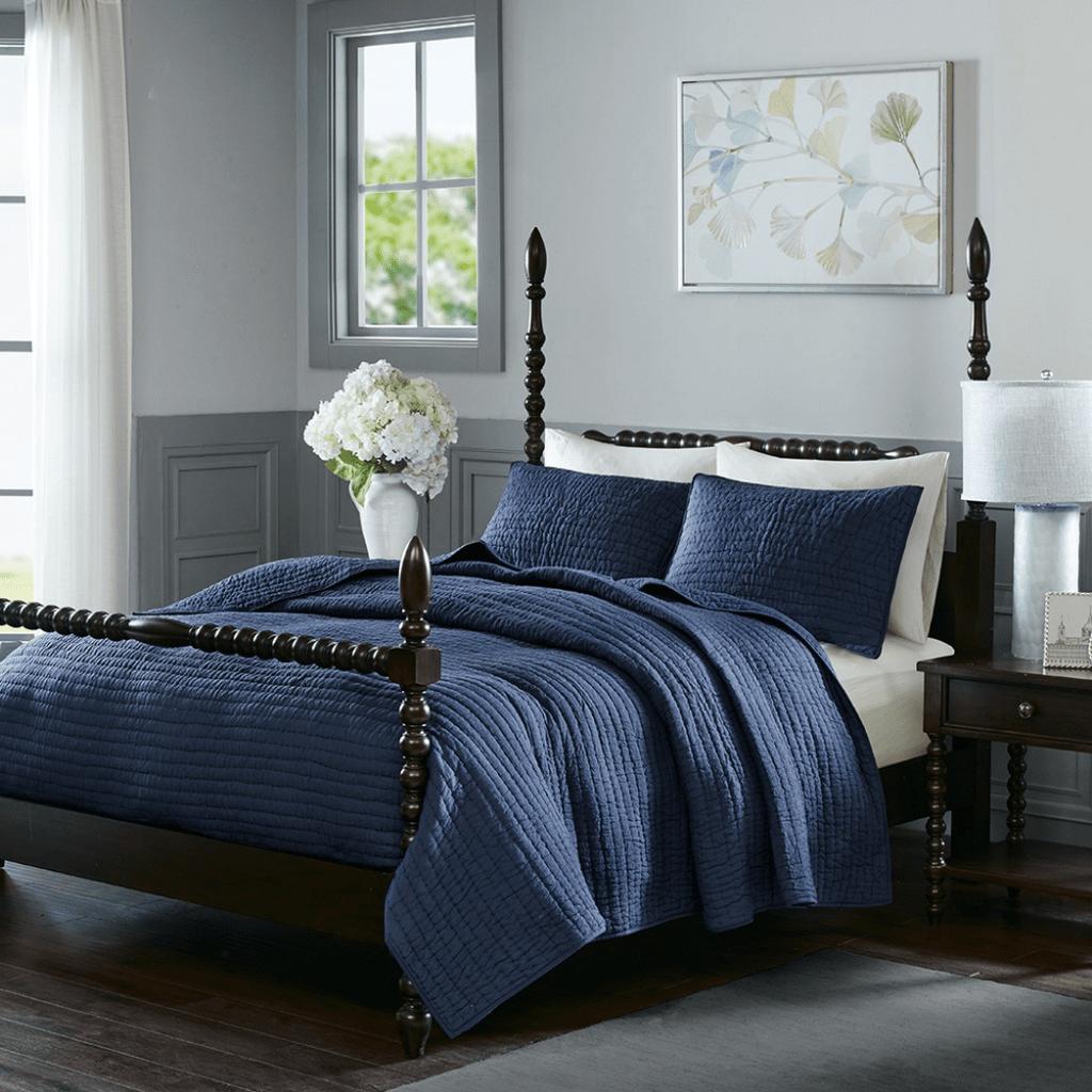 Inspiring Navy Blue Bedroom Decor Ideas You Should Copy 35