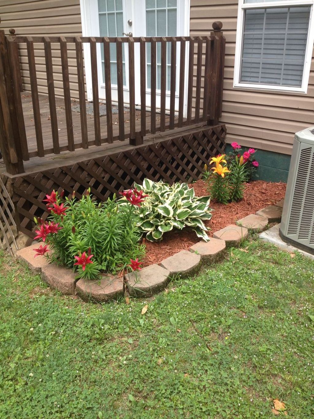 Lovely Flower Beds Design Ideas In Front Of House 06