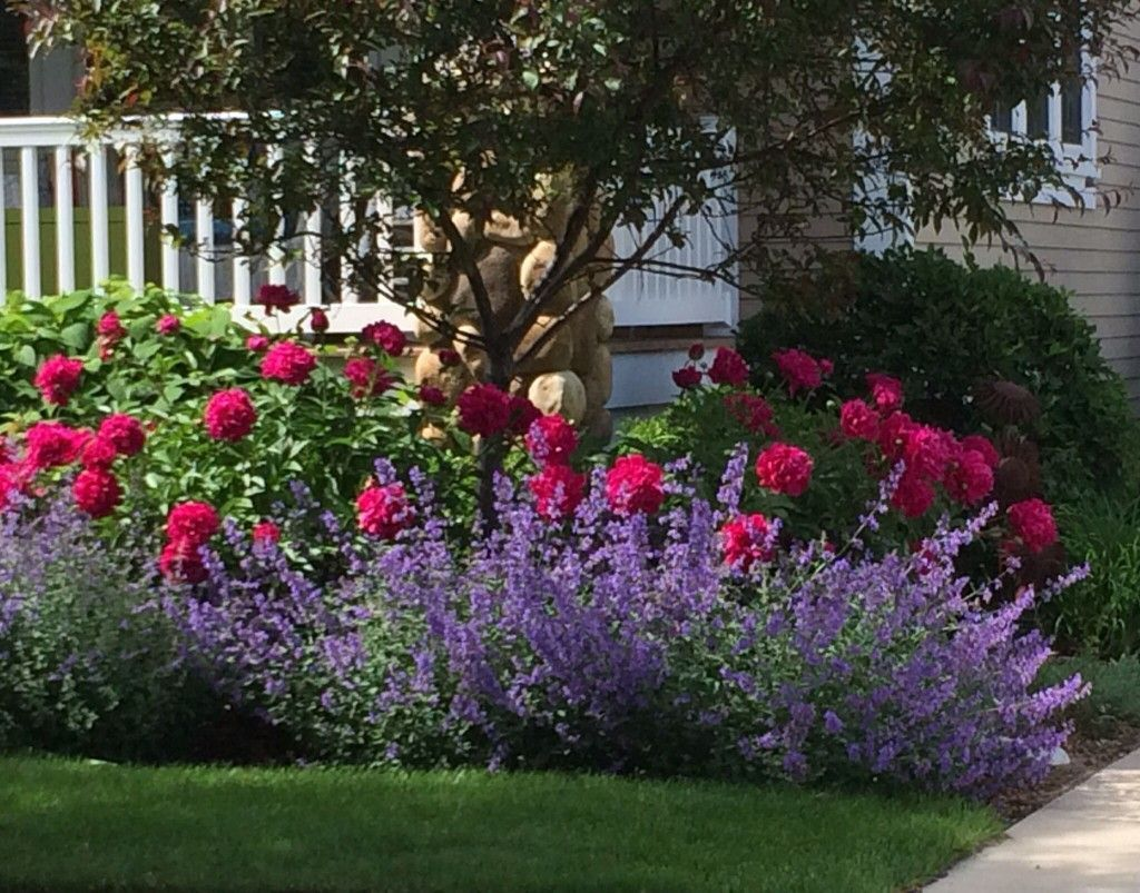 Lovely Flower Beds Design Ideas In Front Of House 18