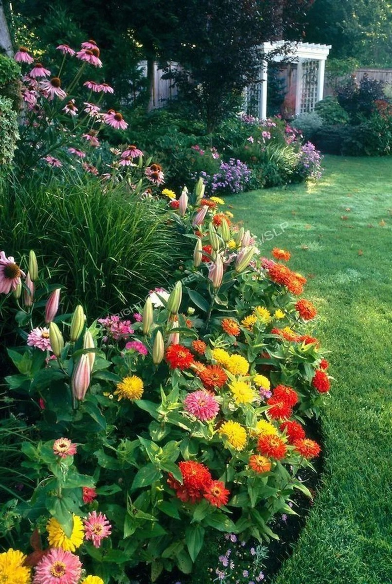 Lovely Flower Beds Design Ideas In Front Of House 23