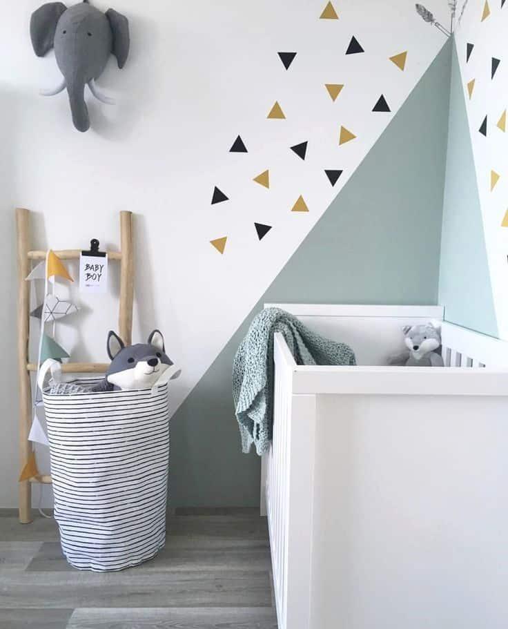 peinture géométrique dans une chambre d'enfant ou de bébé