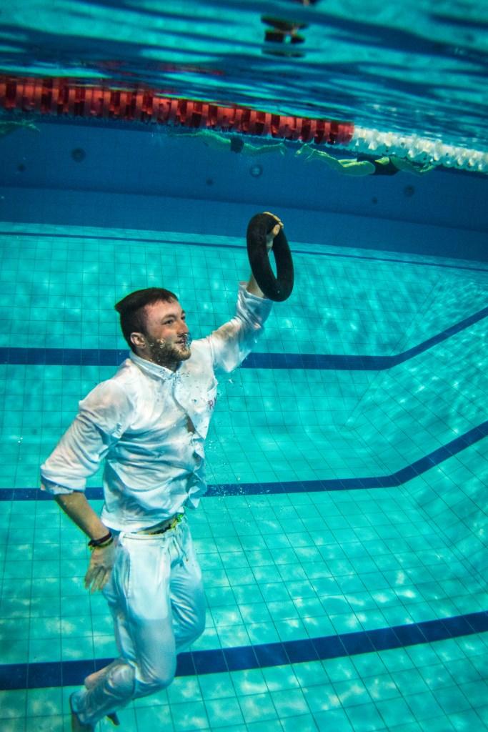 SWE BŠder GmbH , Rettungstest fŸr die Schwimmmeister in der Schwimmhalle Johannesplatz