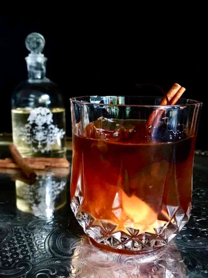 winter spiced old fashioned - festive holiday cocktails