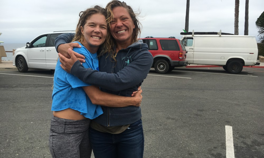 Special serendipitous run-in with seasister supporter Yarnie in her Steer with Your Heart, Swell Voyage sweatshirt! We got a lovely surf together at Swamis!