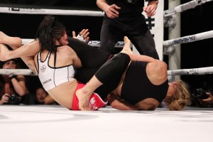 Amber Brown def. Kikuyo Ishikawa via Armbar in R3 at 3:27 Photo: boutreview.com