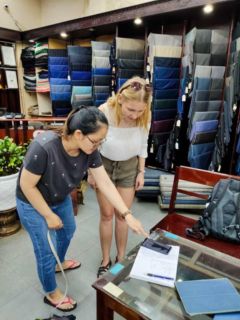 Hoi An pracownia krawiecka 2 768x1024 - Hoi An - tu uszyjesz sukienkę!
