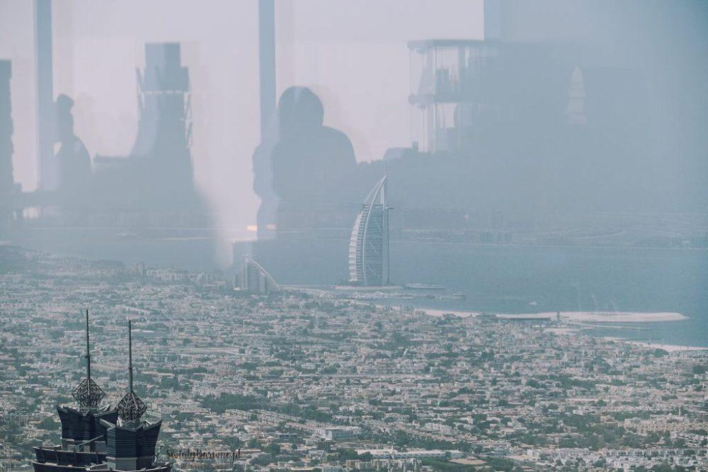 Widok z Burj Khalifa na Burj Al Arab w Dubaju