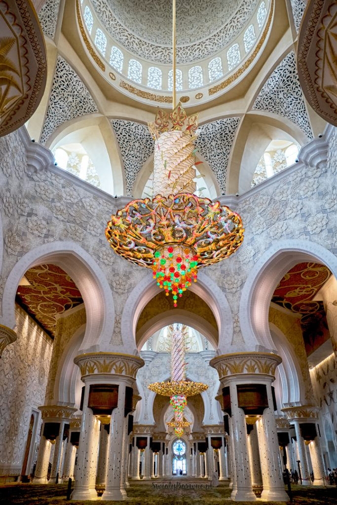 wnętrze meczetu Sheikh Zayed