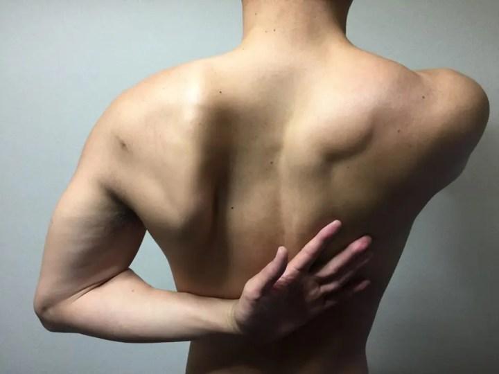 肩甲骨を縮める動き