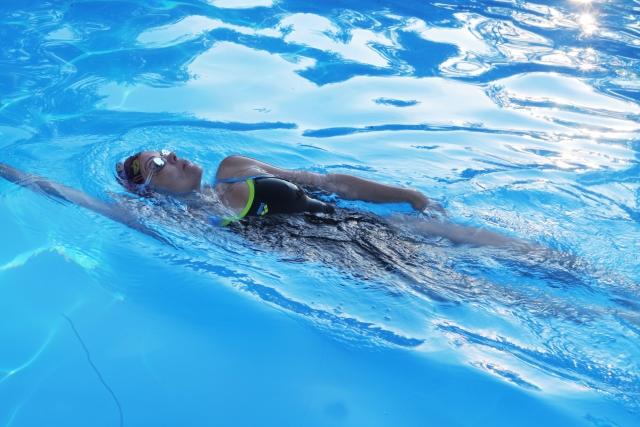 平泳ぎの25m平均タイムは何秒?
