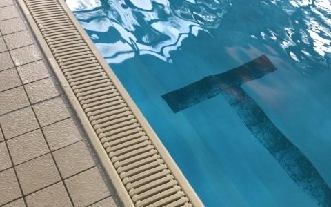 ジムのプールを初めて利用するけど着ていく水着や迷惑になる行為って何だろう?