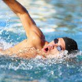 クロールの泳ぎ方の基本を詳しく解説【理想のフォームとは?】