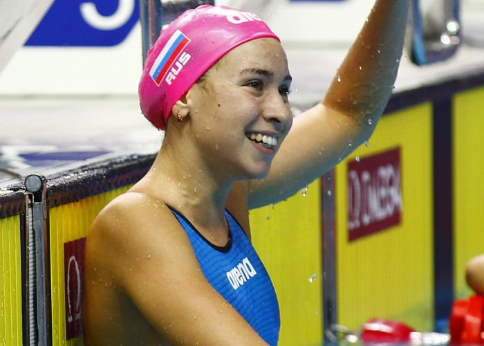 (140820) -- NANJING, Aug. 20, 2014 (Xinhua) -- Rozaliya Nasretdinova of Russian Federation waves to the audience after the Women's 50m Butterfly match of swimming event at the Nanjing 2014 Youth Olympic Games in Nanjing, capital of east China's Jiangsu Province, on August 20, 2014. Rozaliya Nasertdinova won the gold medal. (Xinhua/Ding Xu)(tjh)