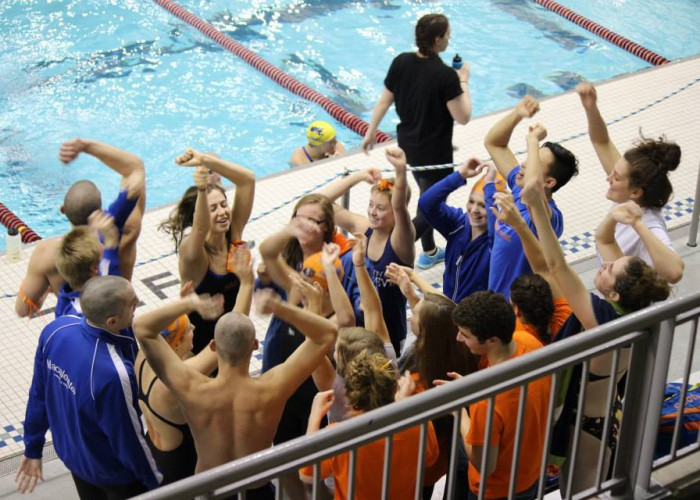 Macalester_Swimming_and_Diving_Conference_2015_Cheering