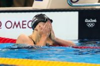 rio-ledecky-hide-behind-hands-shock-200fr