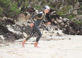 chrissie-wellington-run-sand-triathlon-start-wetsuit