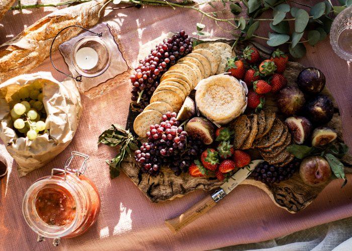 picnic-spread-healthy-foods