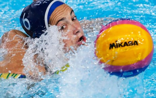 Lima, Monday, August 5, 2019 - Margaret Steffens, from the USA, fights for the ball during the Women's Preliminary Group A Water Polo match against Brazil at the Polideportivo Villa Maria del Triunfo at the Pan American Games Lima 2019. Copyright Marcos Brindicci / Lima 2019 Mandatory credits: Lima 2019 ** NO SALES ** NO ARCHIVES **