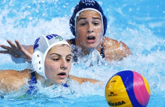 Lima, Monday, August 5, 2019 - Diana Abla from Brazil,left, and Rachel Fattal from USA fight for the ball during the Women's Water Polo Group Phase match at Polideportivo Villa Maria del Triunfo in the Pan American Games Lima 2019. Copyright Marcos Brindicci / Lima 2019 Mandatory credits: Lima 2019 ** NO SALES ** NO ARCHIVES **
