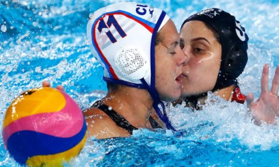 Lima, Monday, August 5, 2019 - Lisbeth Santana Rosa from Cuba, center, and Marcela Rios Elizondo from Mexico fight for the ball during the Women's Preliminary Group B Water Polo match at Polideportivo Villa Maria del Triunfo in the Pan American Games Lima 2019. Copyright Marcos Brindicci / Lima 2019 Mandatory credits: Lima 2019 ** NO SALES ** NO ARCHIVES **