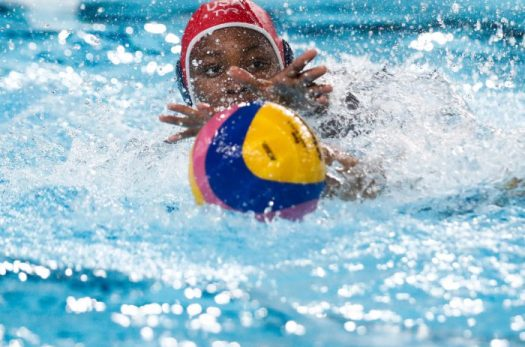 Lima, Tuesday, August 6, 2019. Ashleigh Johnson from the USA goes for the ball during her Women's Water Polo match against Venezuela at Villa María del Triunfo at the Pan American Games Lima 2019. Copyright Paul Vallejos / Lima 2019 ** NO SALES ** NO ARCHIVES **