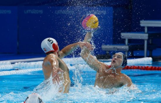 Lima, Saturday August 10, 2019 - Mathew Halajian from Canada, left, challenges for the ball against Marco Vavic from the USA at the Complejo Deportivo Villa Maria del Triunfo at the Pan American Games Lima 2019. Copyright Enrique Cuneo / Lima 2019 Mandatory credits: Lima 2019 ** NO SALES ** NO ARCHIVES **