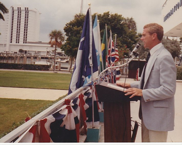 Bob_Duenkel_Hall_of_Fame_Podium
