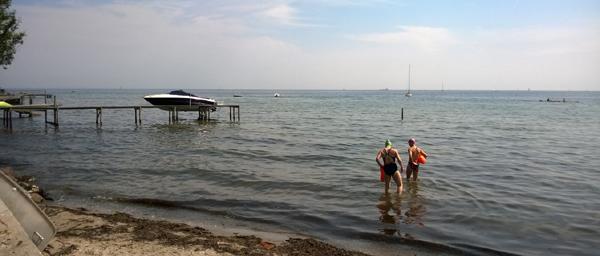 På vej ud fra Bengtasvej sammen med Emilie den 5. juli 2014