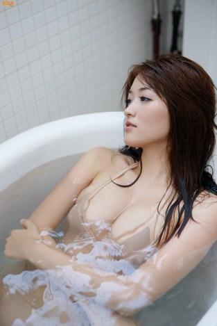mai-hakase-takes-bath-gi-08