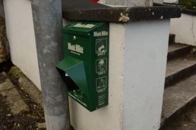 mutt mitts dispenser no name club