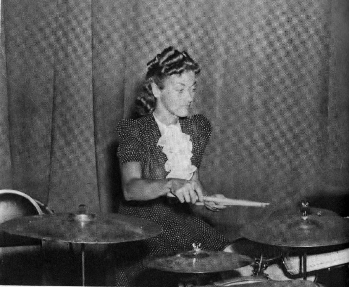 Edythe Wright at Dave Tough's drums - 1937.