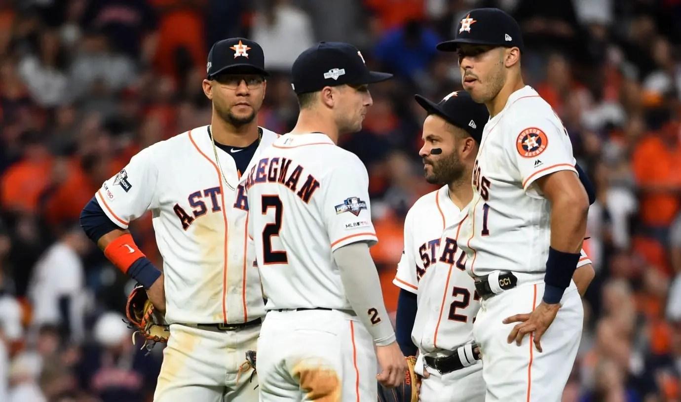 Astros y Yankees se baten en extra innings; Houston vence