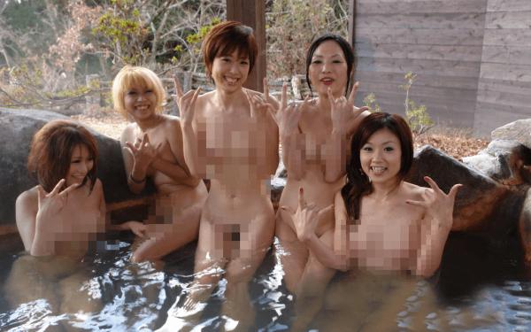 Naked Hot Springs Bathing in Toyko, Japan