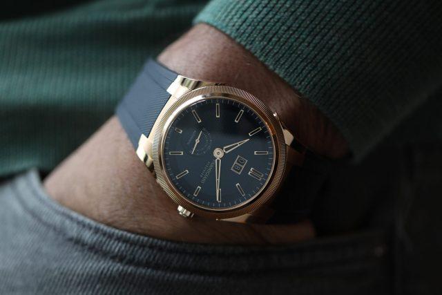 Parmigiani-Fleurier-Tonda-GT-in-Gold-with-Rubber-Strap-Wristshot