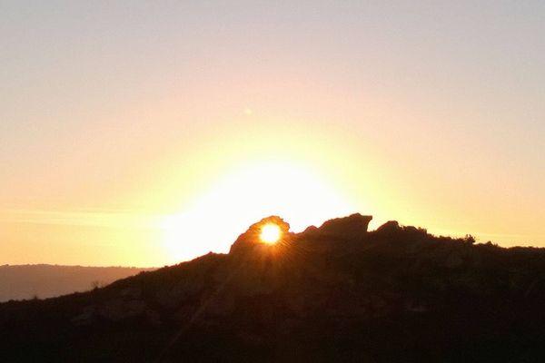 時を知るために使われていた可能性のある5000年前の巨石が伊で発見される