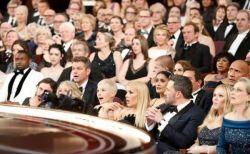 アカデミー賞でのハプニング、テレビには映らない客席のスターらの反応も話題に