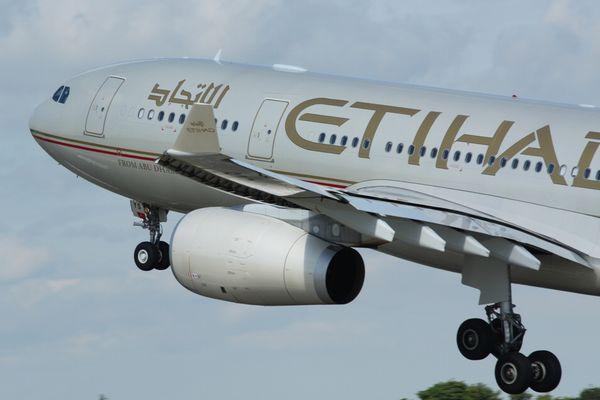 米の機内への電子機器の持ち込み制限は、テロの脅威によるものと当局が認める