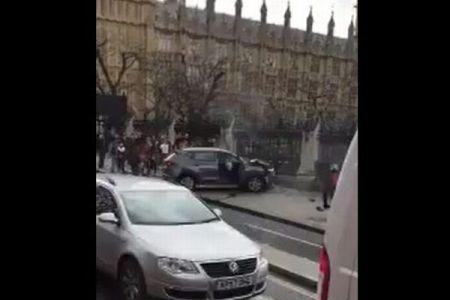 ロンドンで起きた襲撃事件、直後の様子を市民のカメラが捉えていた