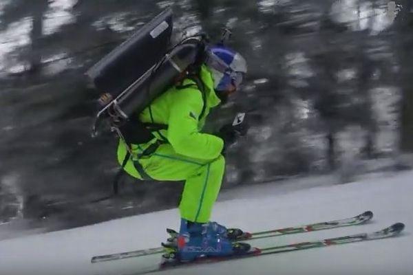 ジェットの推進力で、平地でも猛スピードで滑っていくスキーの動画がスゴイ