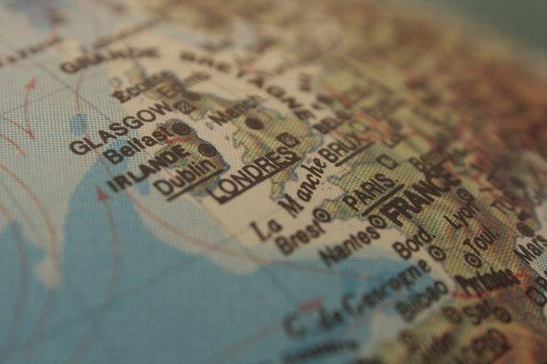 世界の見方を変えよう!ボストンの公立校が教室の世界地図を変更することを決定