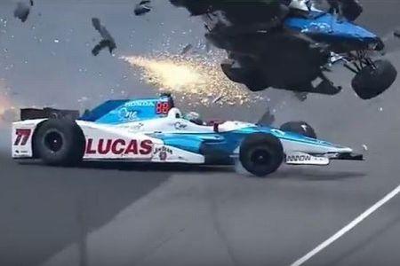 「インディ500」で壮絶なクラッシュ、マシンが宙を舞うもドライバーは奇跡的に無事