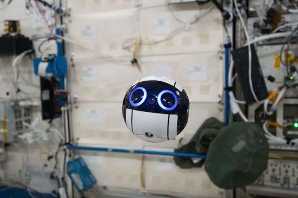 JAXAが開発した宇宙ステーション内を撮影するカメラ、「イントボール」がカワイイ