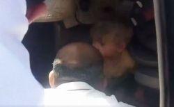 イスラエルの入植者が乗った車が横転、パレスチナの男性が懸命の救助を行う