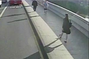 マラソンをしていた男が突然女性を突き飛ばす、その様子を捉えた動画がショッキング