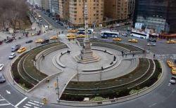 「彼は侵略者だ!」NYでコロンブス像の撤去を求め、多くの人がデモに参加