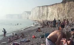 英の海岸で謎の霧が発生、目や咽喉の痛みを訴え150人が病院へ【写真他】
