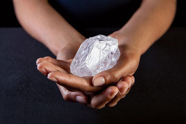 大きさはテニスボールほど!世界で2番目に大きなダイヤモンドが59億円で落札